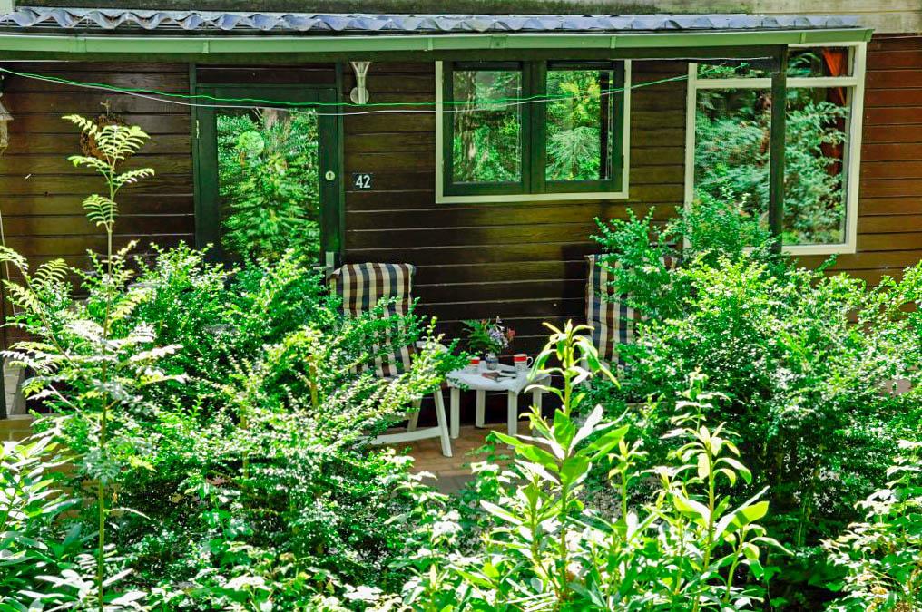 03-Als het zomers heel warm is kan je ook lekker in de schaduw buiten zitten.