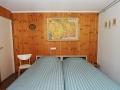 19-Slaapkamer met twee éénpersoonsbedden op de beneden verdieping.